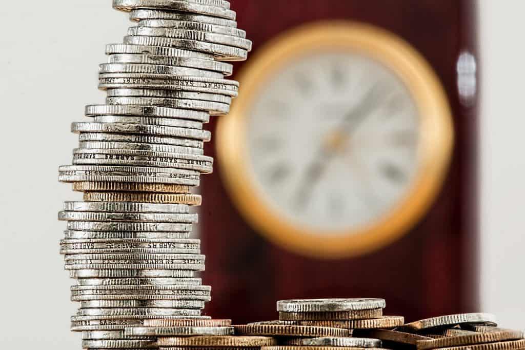 מגדל מטבעות ושעון